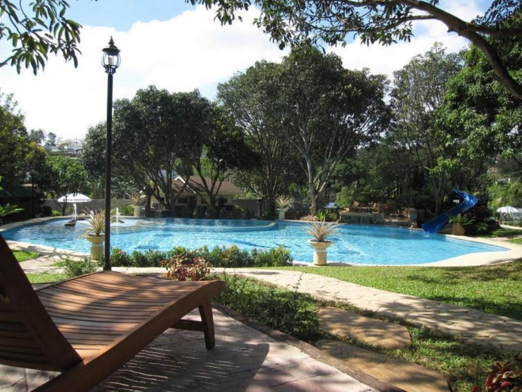 bulacan resorts with swimming pools, bulacan hotels with swimming pool, pacific waves resort, bulacan resorts